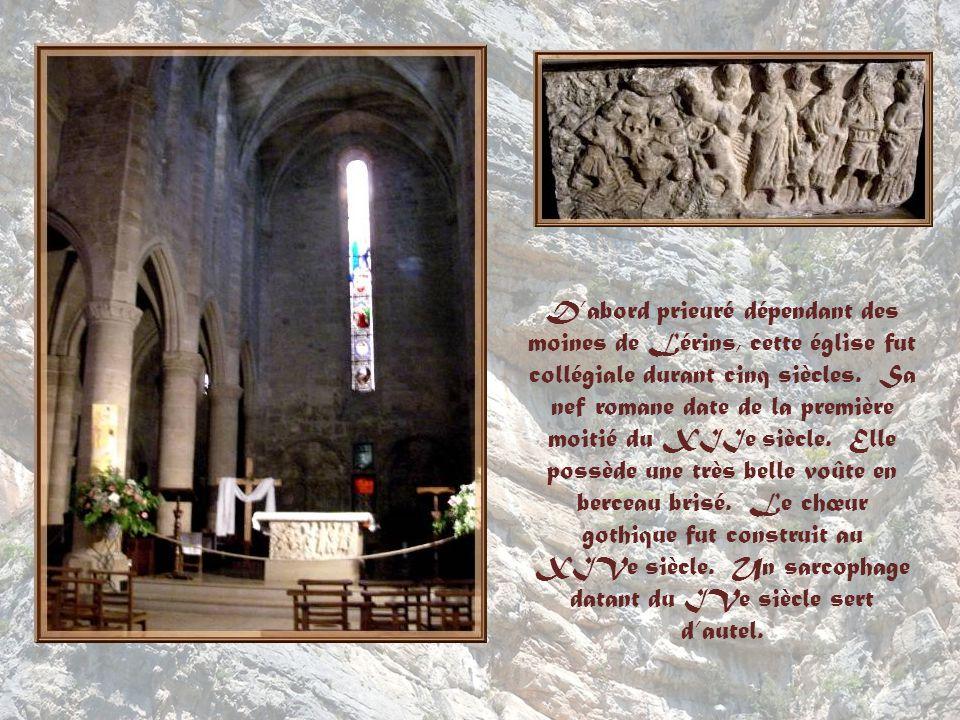 D'abord prieuré dépendant des moines de Lérins, cette église fut collégiale durant cinq siècles.