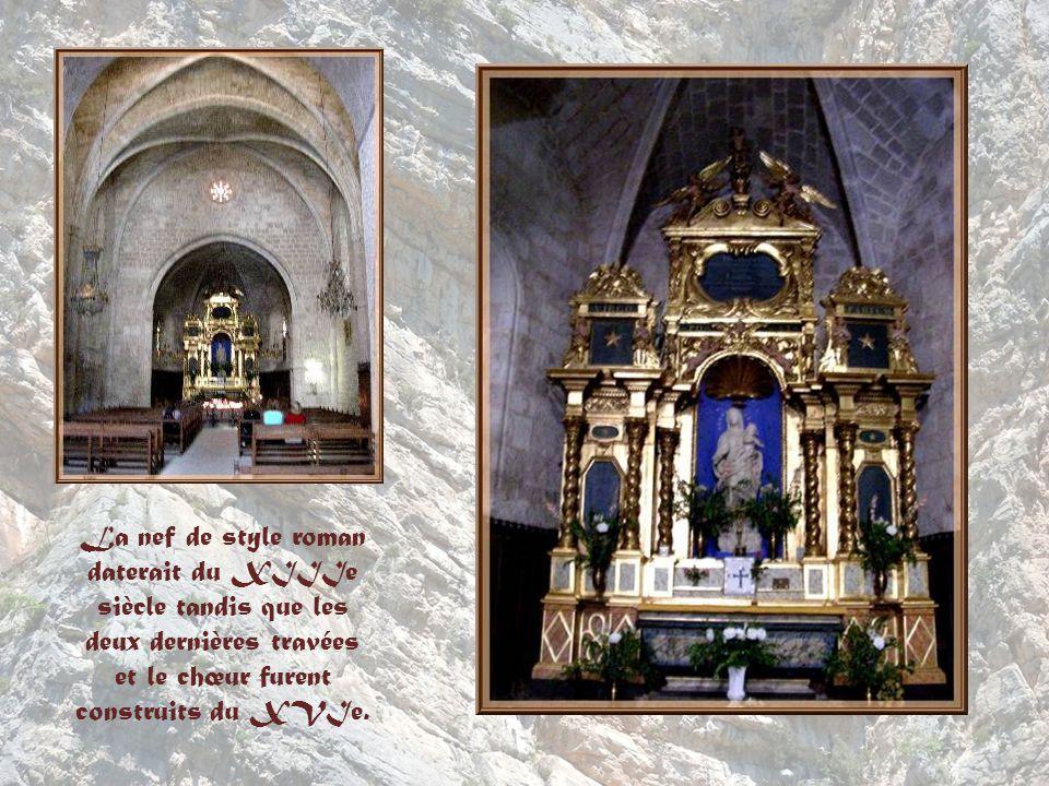 La nef de style roman daterait du XIIIe siècle tandis que les deux dernières travées et le chœur furent construits du XVIe.