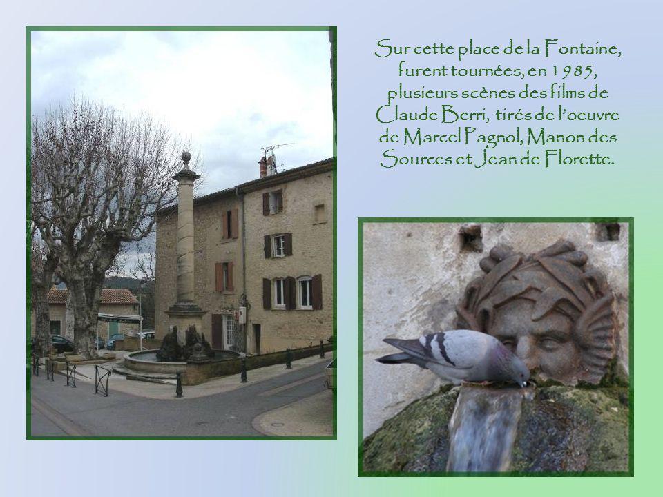 Sur cette place de la Fontaine, furent tournées, en 1985, plusieurs scènes des films de Claude Berri, tirés de l'oeuvre de Marcel Pagnol, Manon des Sources et Jean de Florette.