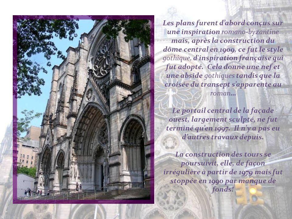 Les plans furent d'abord conçus sur une inspiration romano-byzantine mais, après la construction du dôme central en 1909, ce fut le style gothique, d inspiration française qui fut adopté. Cela donne une nef et une abside gothiques tandis que la croisée du transept s'apparente au roman…