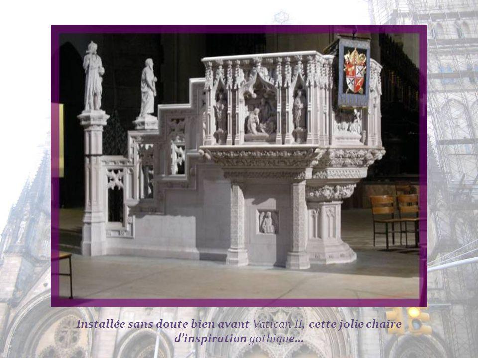 Installée sans doute bien avant Vatican II, cette jolie chaire d'inspiration gothique…