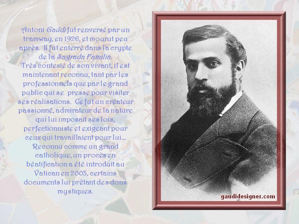 Antoni Gaüdi fut renversé par un tramway, en 1926, et mourut peu après