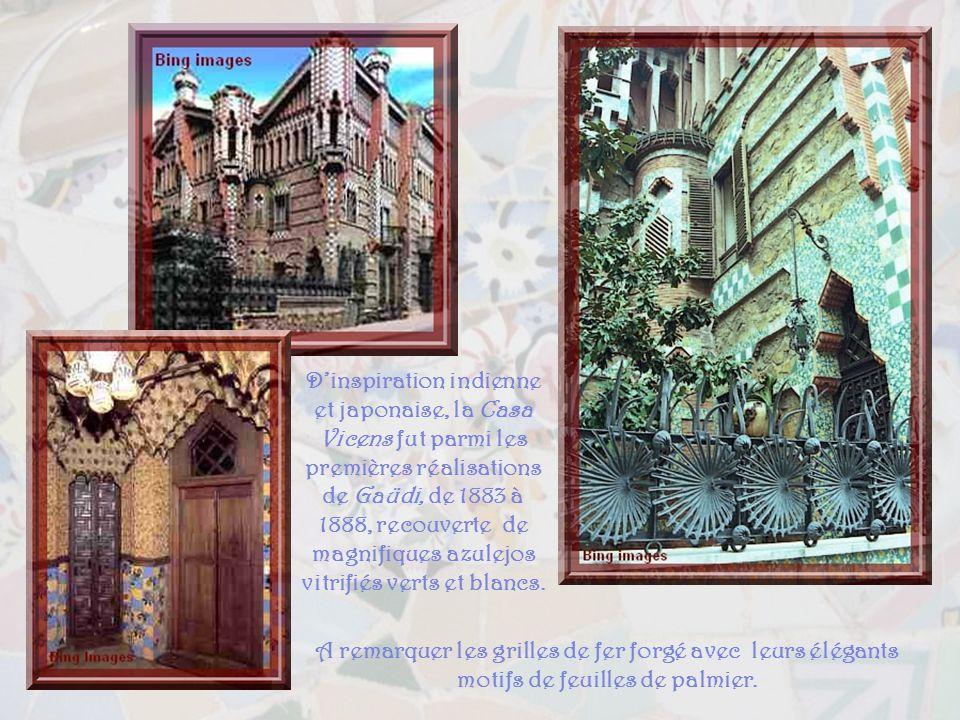 D'inspiration indienne et japonaise, la Casa Vicens fut parmi les premières réalisations de Gaüdi, de 1883 à 1888, recouverte de magnifiques azulejos vitrifiés verts et blancs.