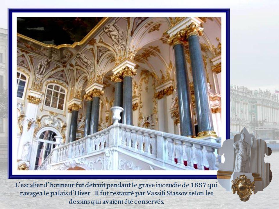 L'escalier d'honneur fut détruit pendant le grave incendie de 1837 qui ravagea le palais d'Hiver.