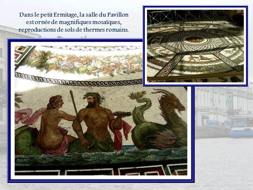 Dans le petit Ermitage, la salle du Pavillon est ornée de magnifiques mosaïques, reproductions de sols de thermes romains.