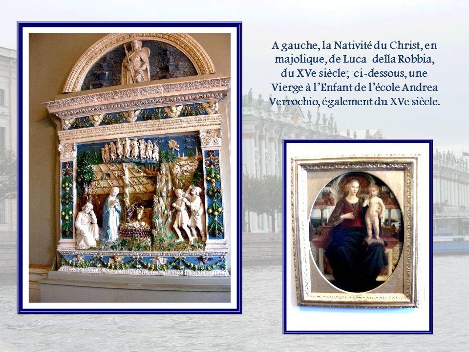 A gauche, la Nativité du Christ, en majolique, de Luca della Robbia, du XVe siècle; ci-dessous, une Vierge à l'Enfant de l'école Andrea Verrochio, également du XVe siècle.