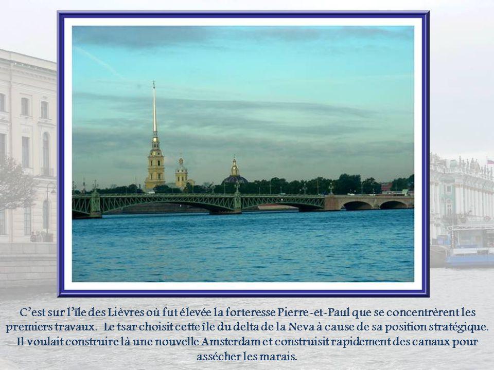 C'est sur l'île des Lièvres où fut élevée la forteresse Pierre-et-Paul que se concentrèrent les premiers travaux.