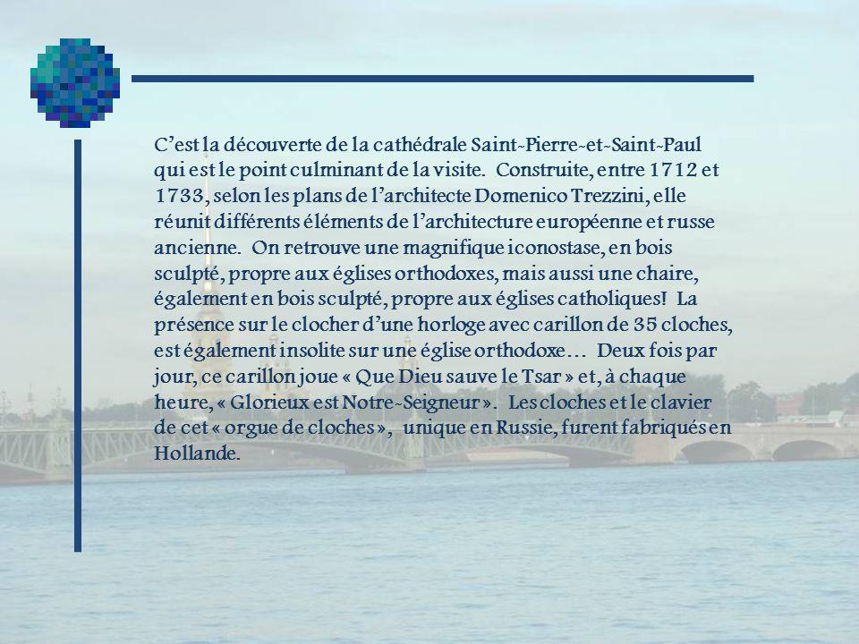 C'est la découverte de la cathédrale Saint-Pierre-et-Saint-Paul qui est le point culminant de la visite.