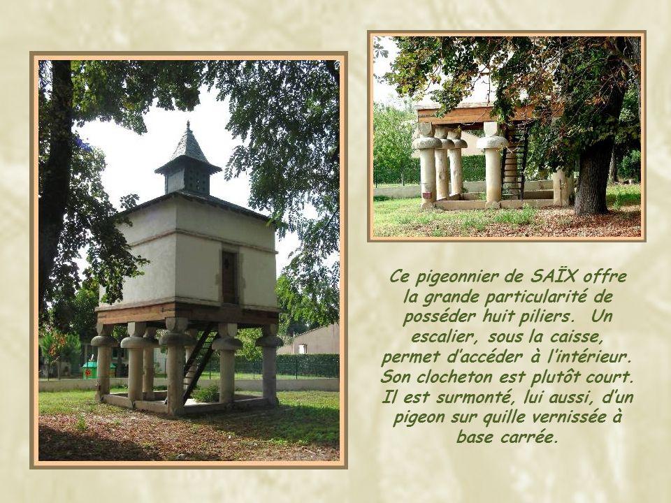 Ce pigeonnier de SAÏX offre la grande particularité de posséder huit piliers.