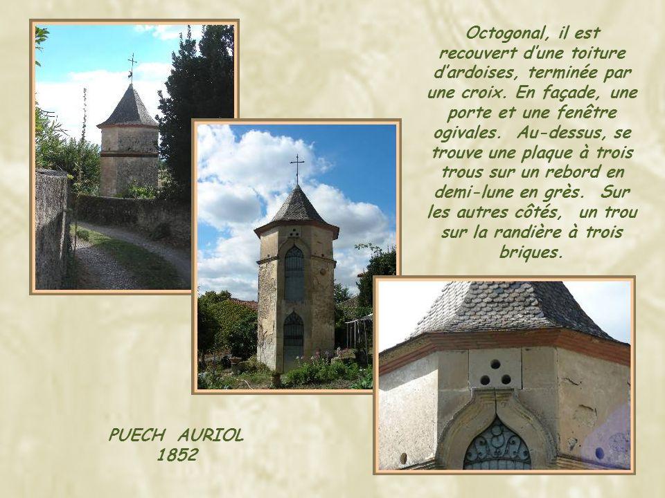 Octogonal, il est recouvert d'une toiture d'ardoises, terminée par une croix. En façade, une porte et une fenêtre ogivales. Au-dessus, se trouve une plaque à trois trous sur un rebord en demi-lune en grès. Sur les autres côtés, un trou sur la randière à trois briques.