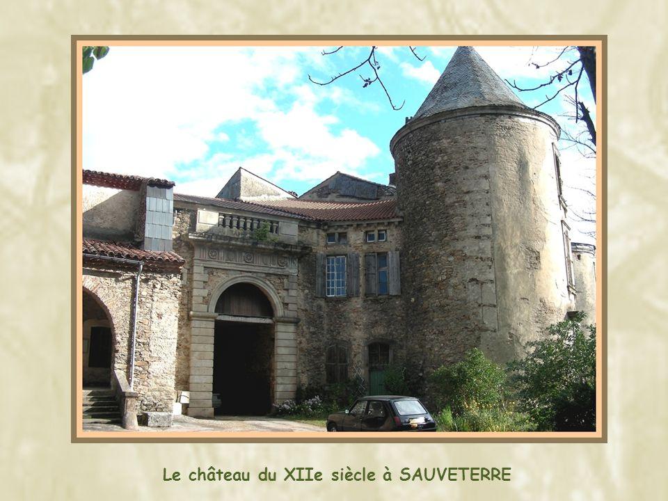 Le château du XIIe siècle à SAUVETERRE