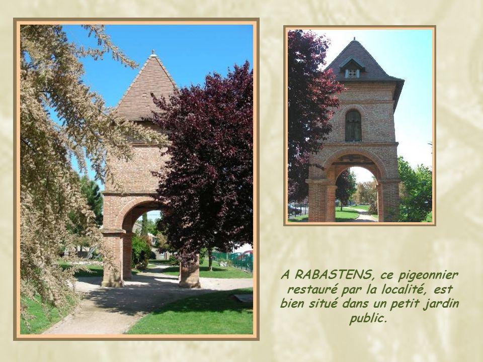 A RABASTENS, ce pigeonnier restauré par la localité, est bien situé dans un petit jardin public.