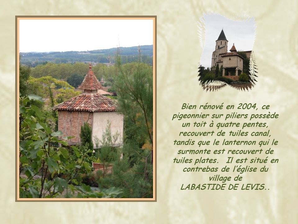 Bien rénové en 2004, ce pigeonnier sur piliers possède un toit à quatre pentes, recouvert de tuiles canal, tandis que le lanternon qui le surmonte est recouvert de tuiles plates. Il est situé en contrebas de l'église du village de