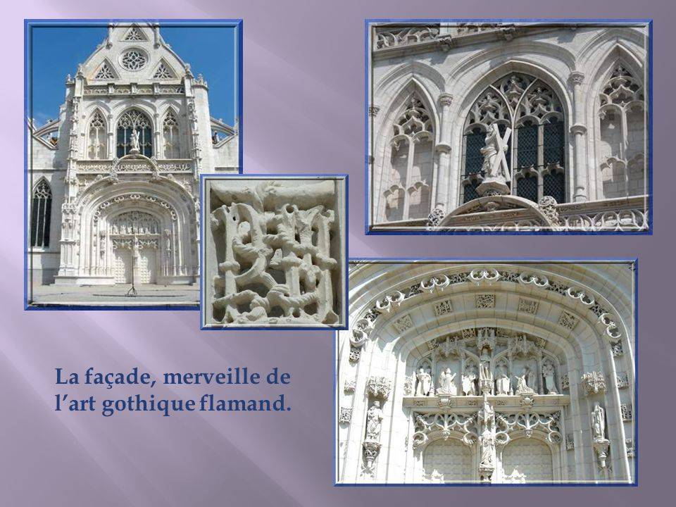 La façade, merveille de l'art gothique flamand.
