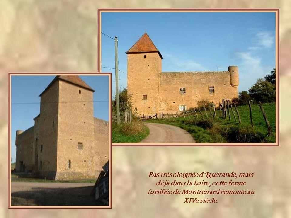 Pas très éloignée d'Iguerande, mais déjà dans la Loire, cette ferme fortifiée de Montrenard remonte au XIVe siècle.