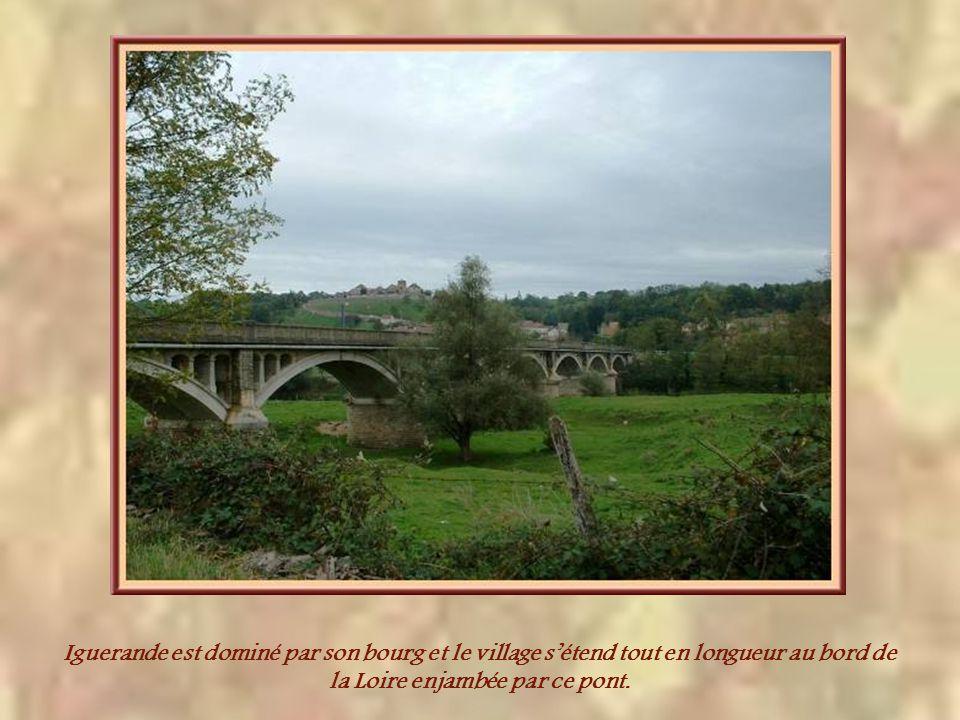 Iguerande est dominé par son bourg et le village s'étend tout en longueur au bord de la Loire enjambée par ce pont.