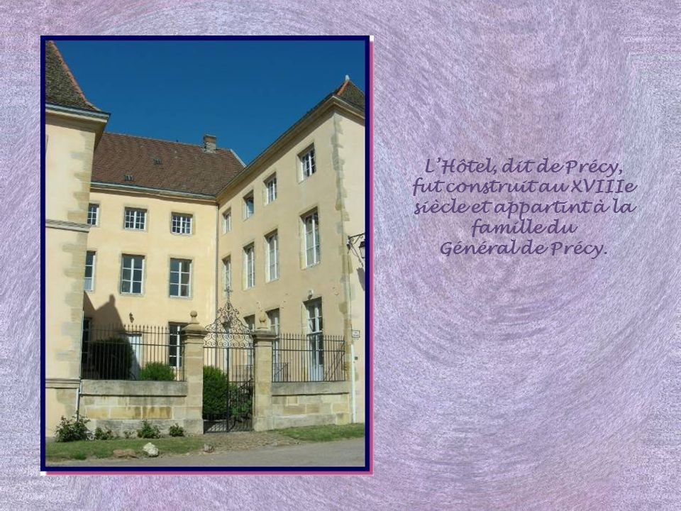 L'Hôtel, dit de Précy, fut construit au XVIIIe siècle et appartint à la famille du