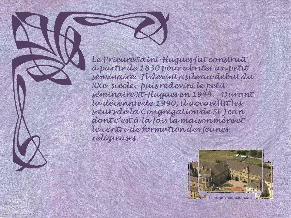 Le Prieuré Saint-Hugues fut construit à partir de 1830 pour abriter un petit séminaire. Il devint asile au début du XXe siècle, puis redevint le petit séminaire St-Hugues en 1944. Durant la décennie de 1990, il accueillit les sœurs de la Congrégation de St Jean dont c'est à la fois la maison mère et le centre de formation des jeunes religieuses.