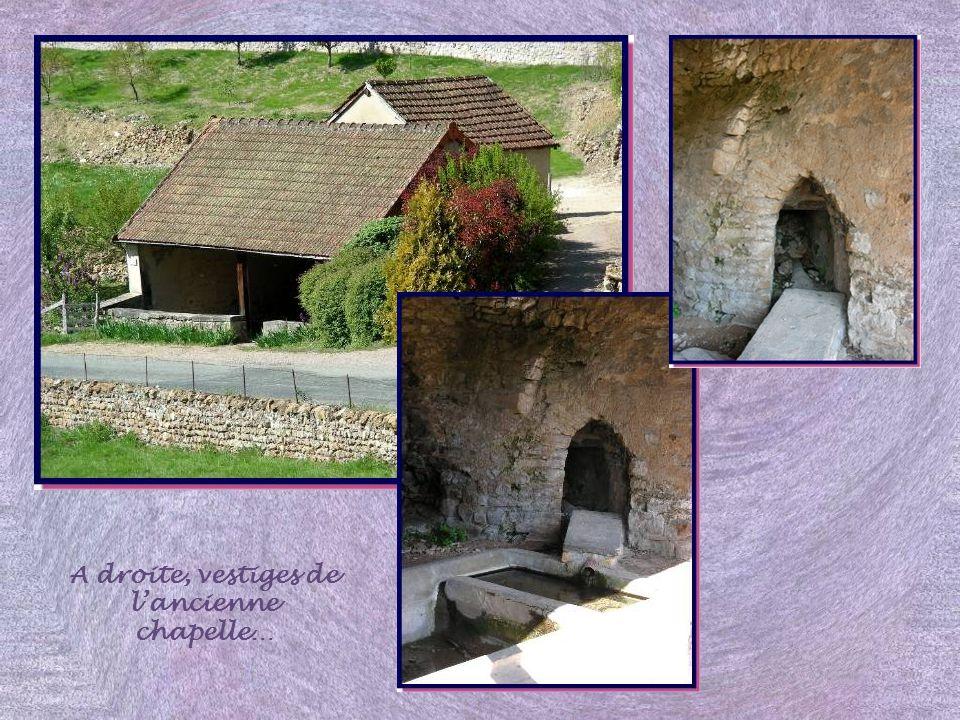 A droite, vestiges de l'ancienne chapelle…