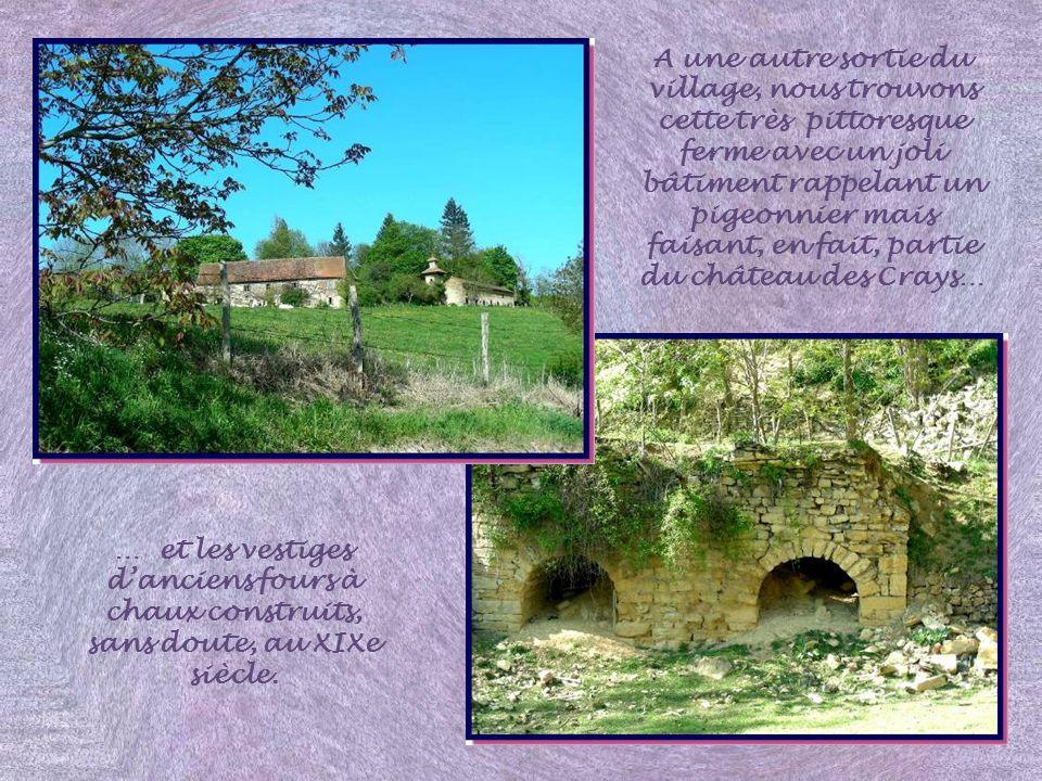 A une autre sortie du village, nous trouvons cette très pittoresque ferme avec un joli bâtiment rappelant un pigeonnier mais faisant, en fait, partie du château des Crays…