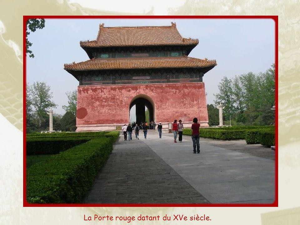 La Porte rouge datant du XVe siècle.