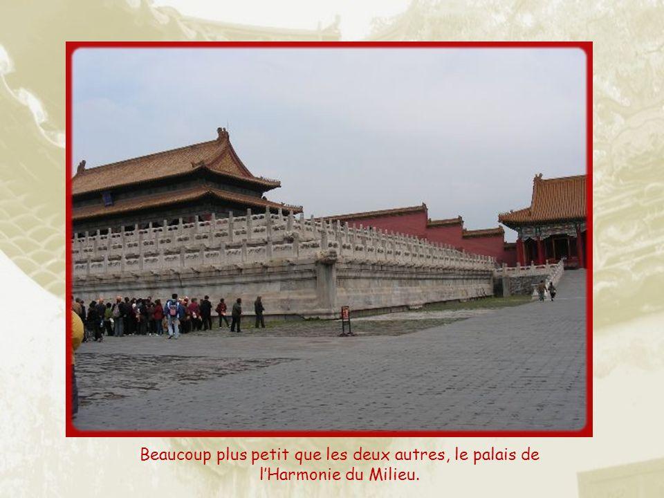 Beaucoup plus petit que les deux autres, le palais de l'Harmonie du Milieu.