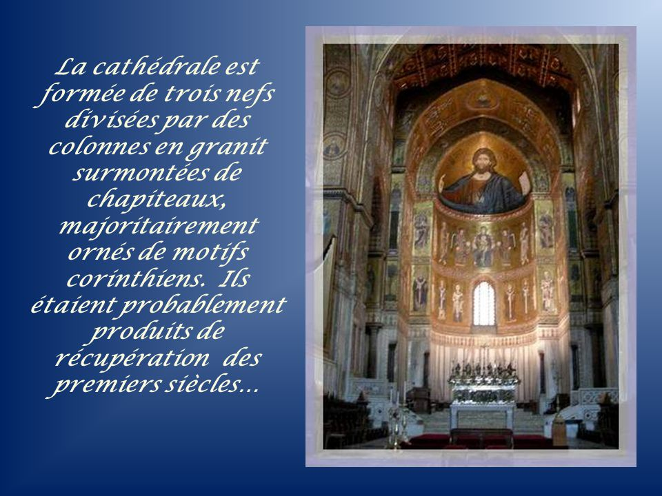 La cathédrale est formée de trois nefs divisées par des colonnes en granit surmontées de chapiteaux, majoritairement ornés de motifs corinthiens.