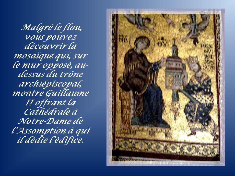Malgré le flou, vous pouvez découvrir la mosaïque qui, sur le mur opposé, au-dessus du trône archiépiscopal, montre Guillaume II offrant la Cathédrale à Notre-Dame de l'Assomption à qui il dédie l'édifice.