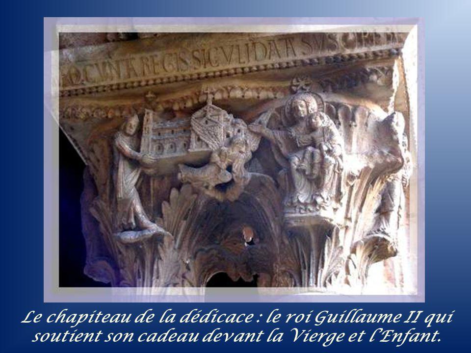 Le chapiteau de la dédicace : le roi Guillaume II qui soutient son cadeau devant la Vierge et l'Enfant.