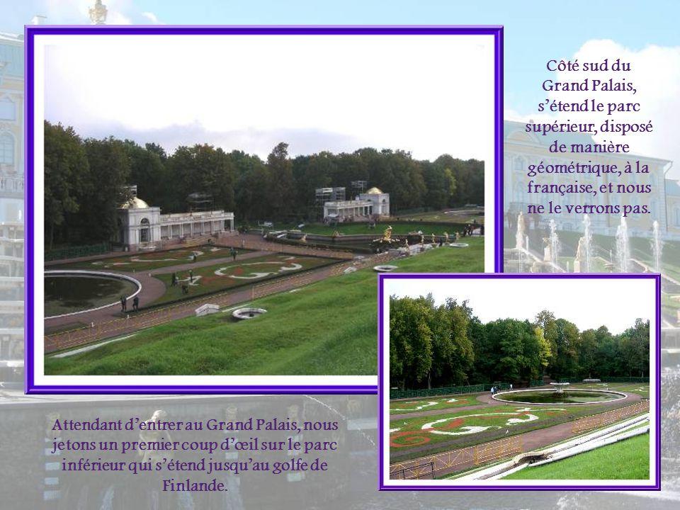 Côté sud du Grand Palais, s'étend le parc supérieur, disposé de manière géométrique, à la française, et nous ne le verrons pas.