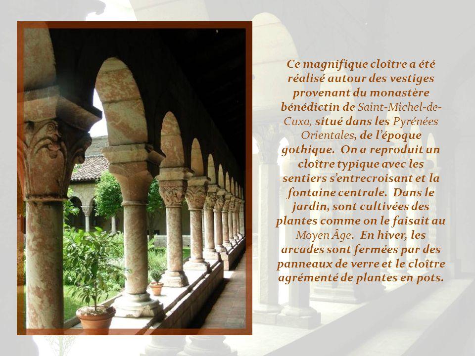 Ce magnifique cloître a été réalisé autour des vestiges provenant du monastère bénédictin de Saint-Michel-de-Cuxa, situé dans les Pyrénées Orientales, de l'époque gothique.