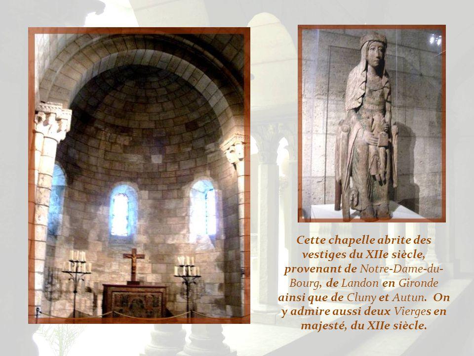 Cette chapelle abrite des vestiges du XIIe siècle, provenant de Notre-Dame-du-Bourg, de Landon en Gironde ainsi que de Cluny et Autun.