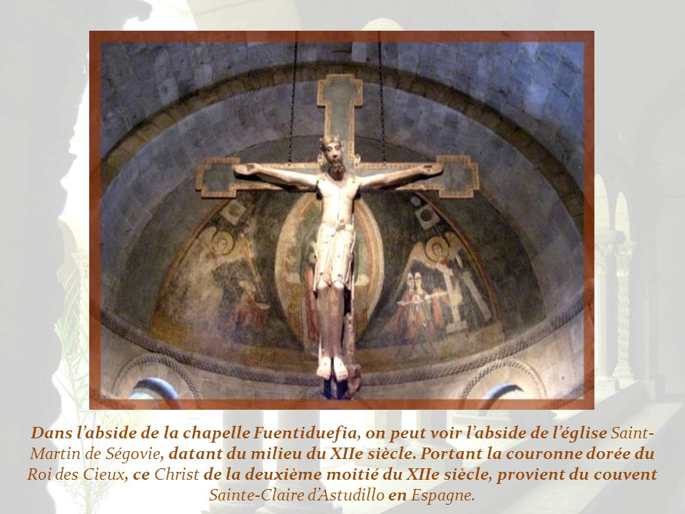 Dans l'abside de la chapelle Fuentiduefia, on peut voir l'abside de l'église Saint-Martin de Ségovie, datant du milieu du XIIe siècle.