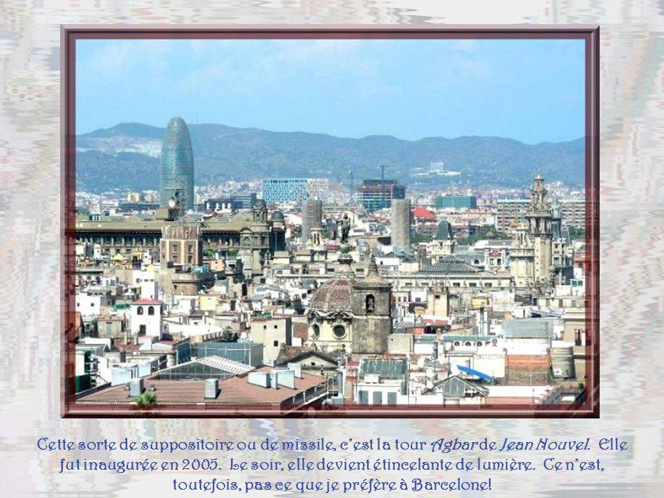 Cette sorte de suppositoire ou de missile, c'est la tour Agbar de Jean Nouvel.