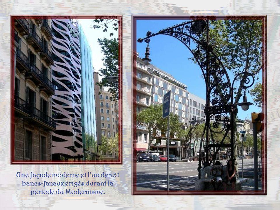 Une façade moderne et l'un des 31 bancs-fanaux érigés durant la période du Modernisme.