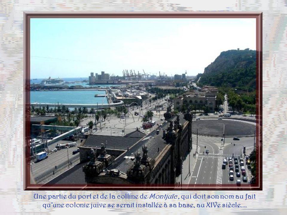 Une partie du port et de la colline de Montjuïc , qui doit son nom au fait qu'une colonie juive se serait installée à sa base, au XIVe siècle....