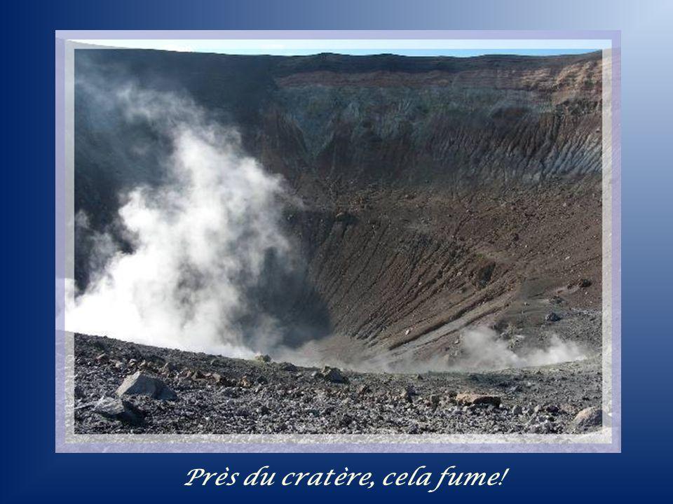 Près du cratère, cela fume!