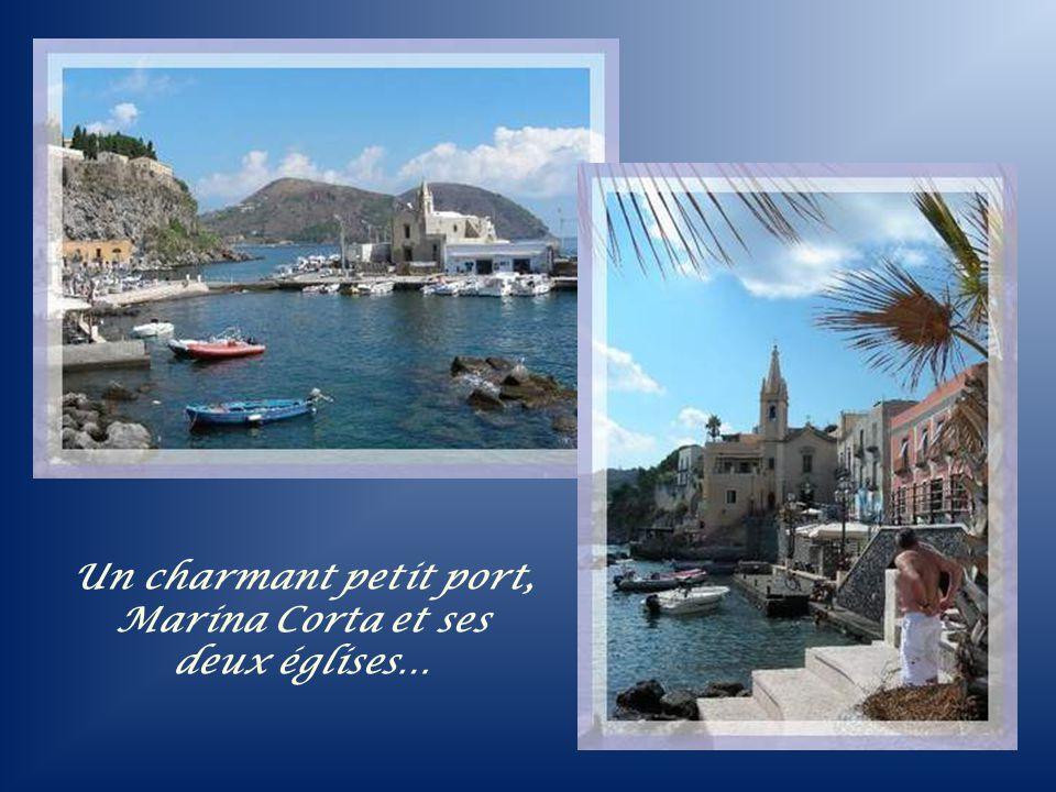 Un charmant petit port, Marina Corta et ses deux églises…