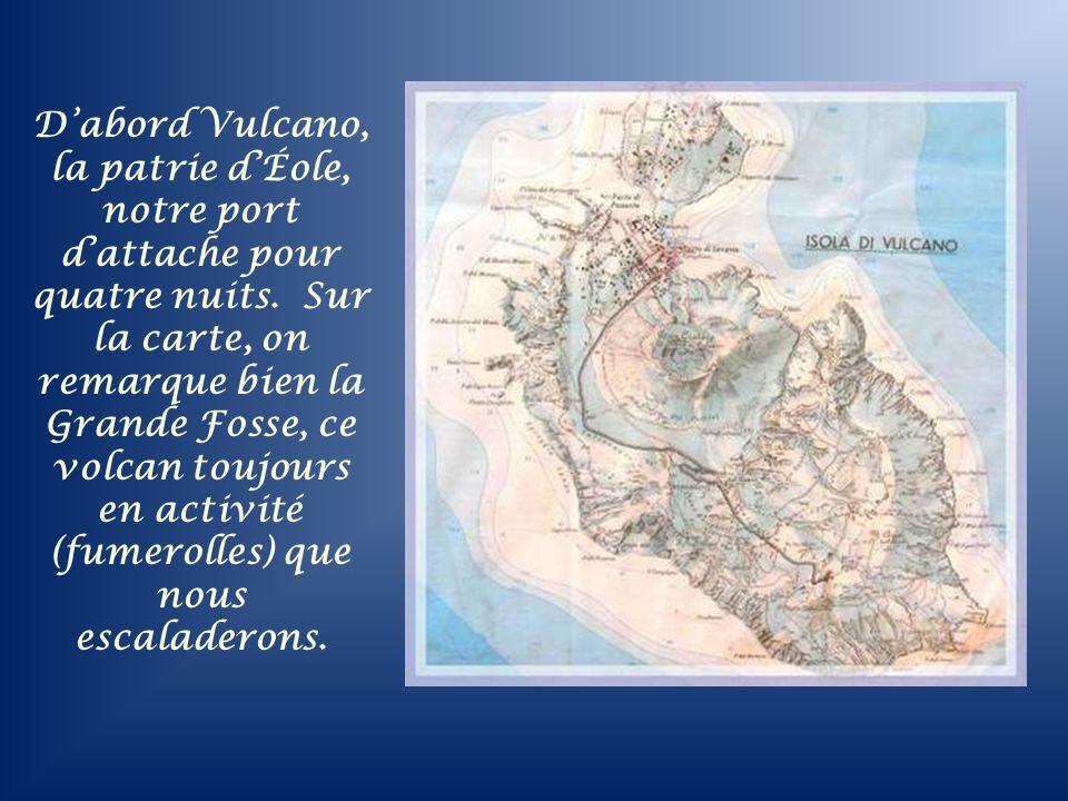 D'abord Vulcano, la patrie d'Éole, notre port d'attache pour quatre nuits.
