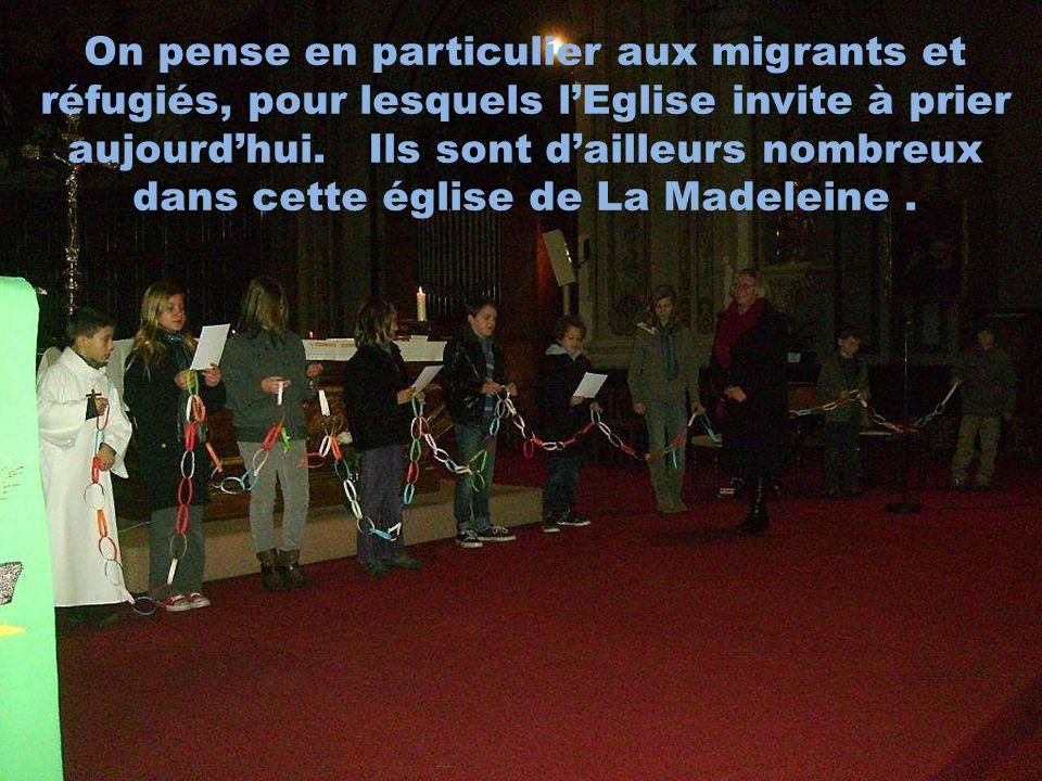 On pense en particulier aux migrants et réfugiés, pour lesquels l'Eglise invite à prier aujourd'hui.
