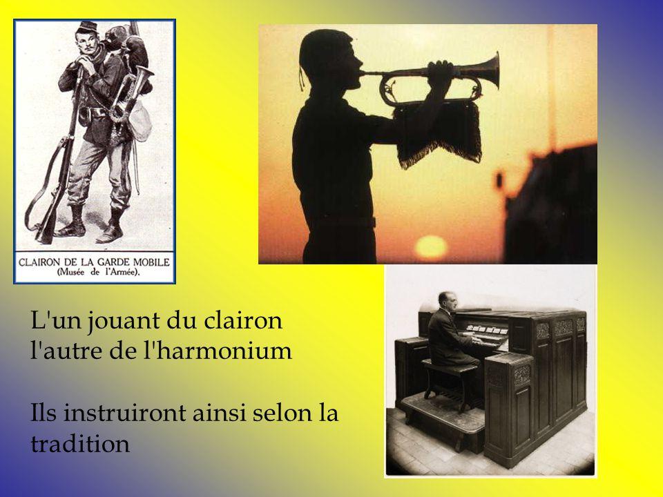 L un jouant du clairon l autre de l harmonium