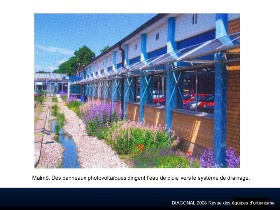 Malmö. Des panneaux photovoltaïques dirigent l'eau de pluie vers le système de drainage.