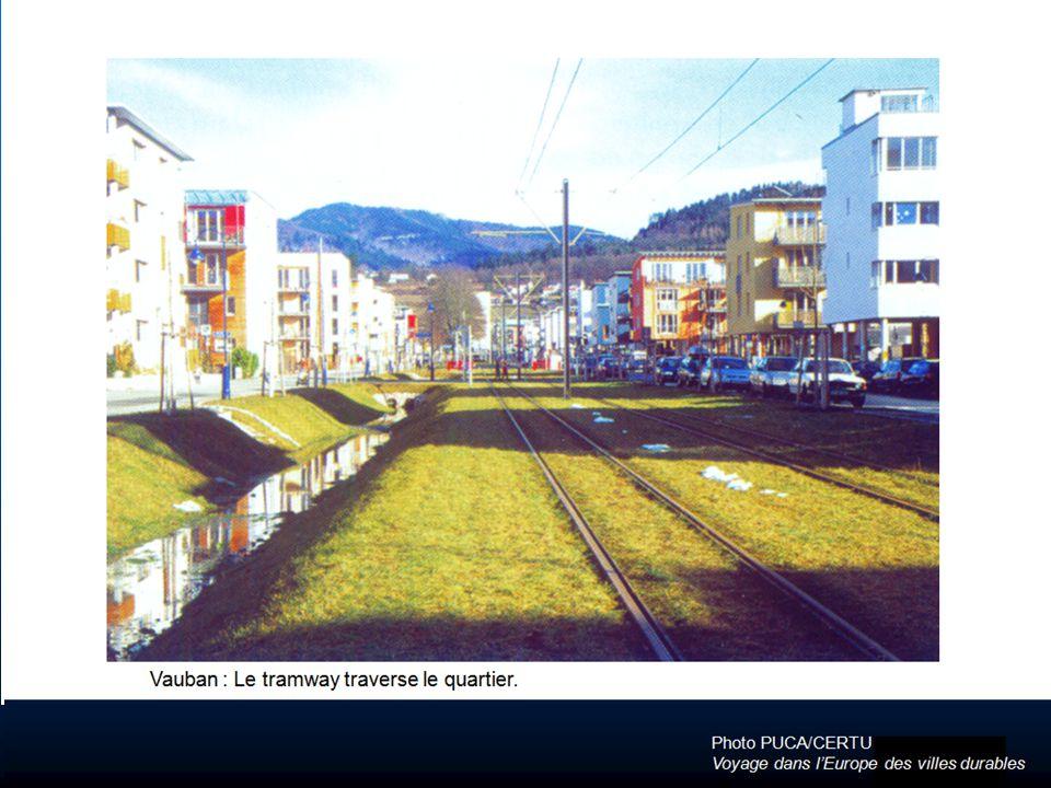 Vauban : Le tramway traverse le quartier.