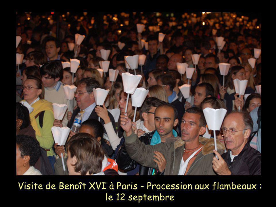 Visite de Benoît XVI à Paris - Procession aux flambeaux : le 12 septembre