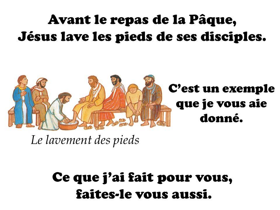 Avant le repas de la Pâque, Jésus lave les pieds de ses disciples.
