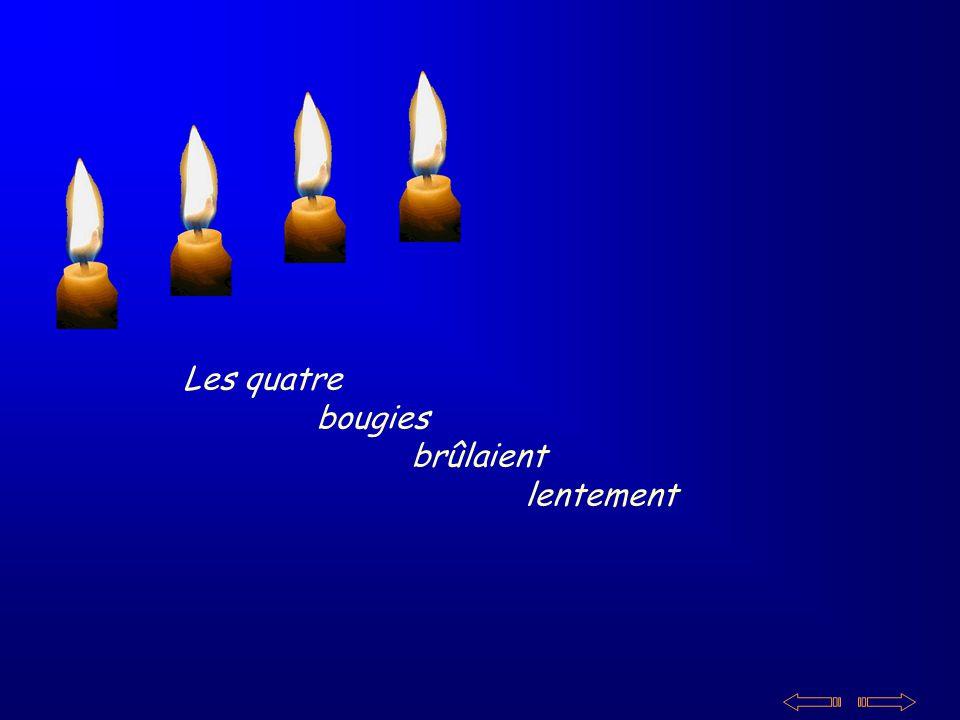 Les quatre bougies brûlaient lentement
