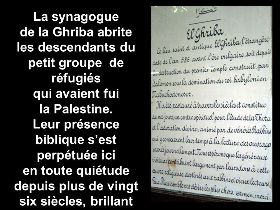 La synagogue de la Ghriba abrite les descendants du petit groupe de réfugiés qui avaient fui la Palestine.