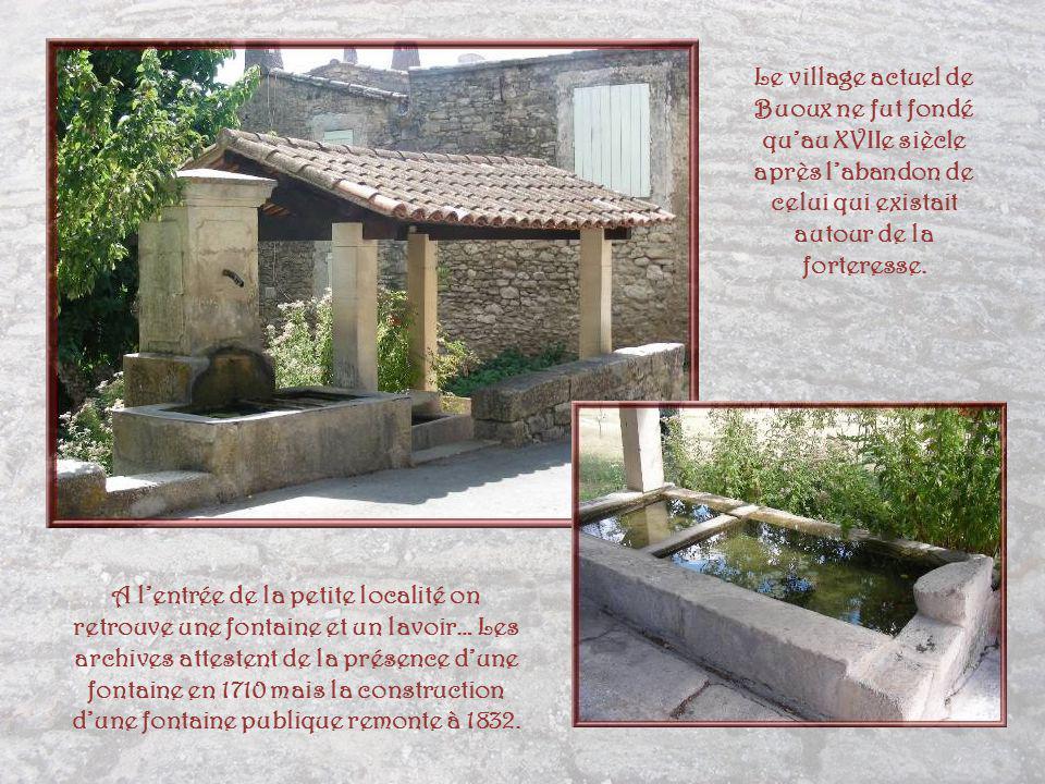 Le village actuel de Buoux ne fut fondé qu'au XVIIe siècle après l'abandon de celui qui existait autour de la forteresse.