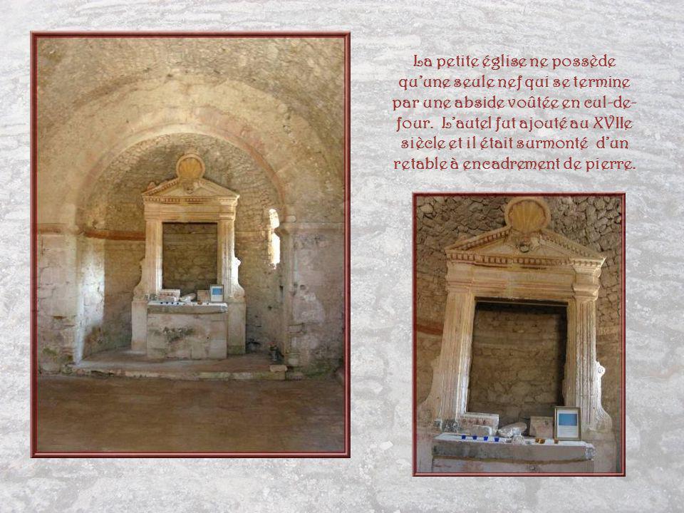 La petite église ne possède qu'une seule nef qui se termine par une abside voûtée en cul-de-four.