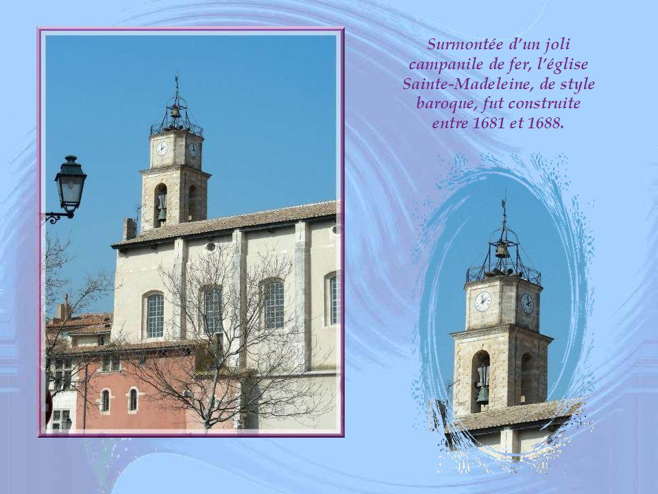 Surmontée d'un joli campanile de fer, l'église Sainte-Madeleine, de style baroque, fut construite entre 1681 et 1688.